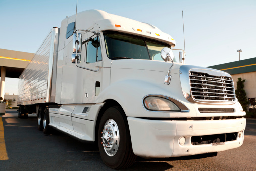 Reasons to Become a Part of the Trucking Industry